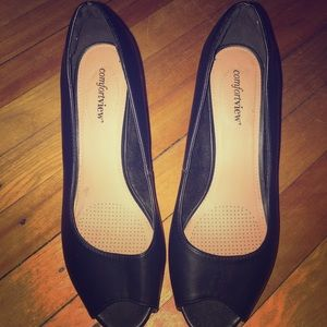 High heel wide width shoe